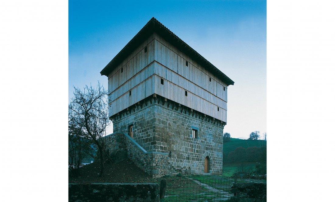 Apezteguía Architects.Torre Jaureguia. Exterior sur abierto