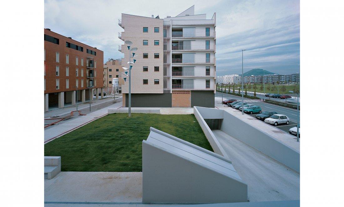 vista exterior 1. 66VPO Sarriguren. Apezteguia Architects