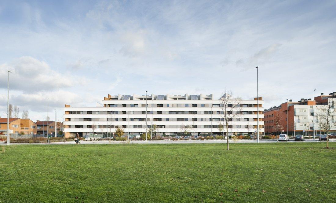 vista exterior 4. 161 VPO Sarriguren. Apezteguia Architects