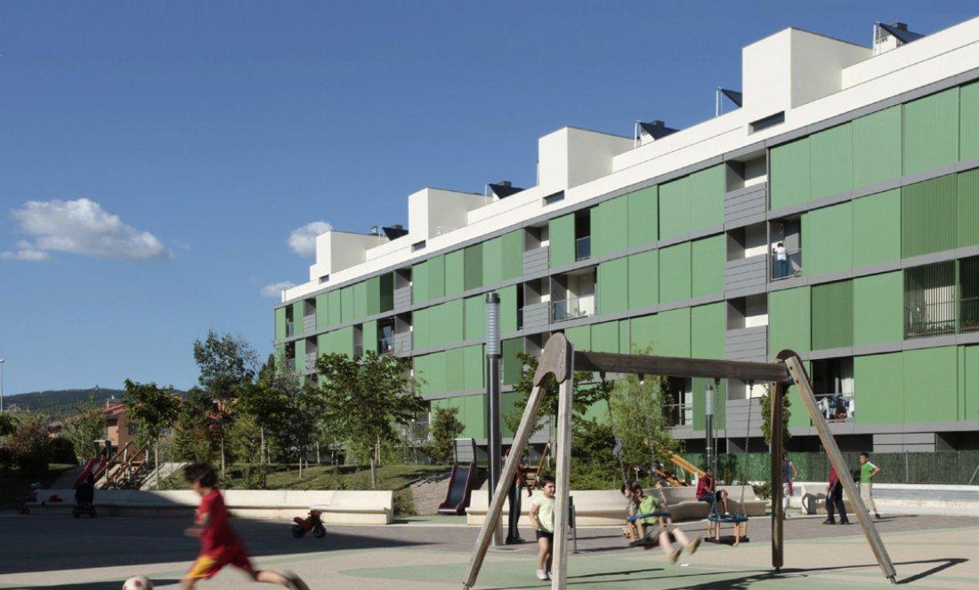 Vista exterior 2. 110 VPO Sarriguren. Apezteguia Architects