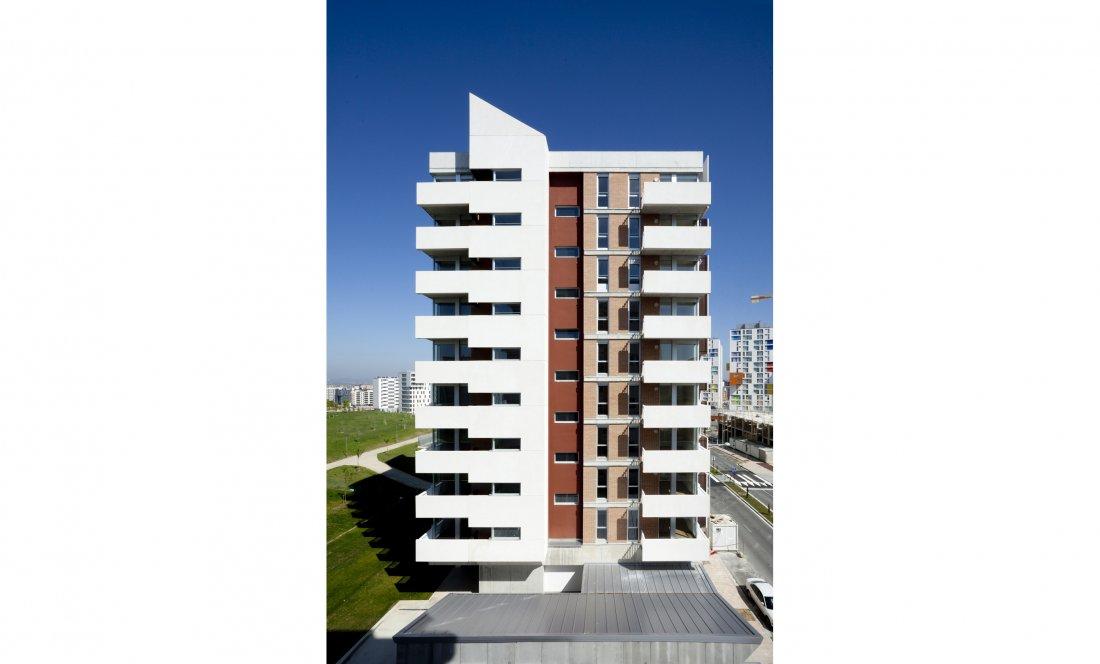 vista exterior 02. 66 VPO+CM. Apezteguia Architects