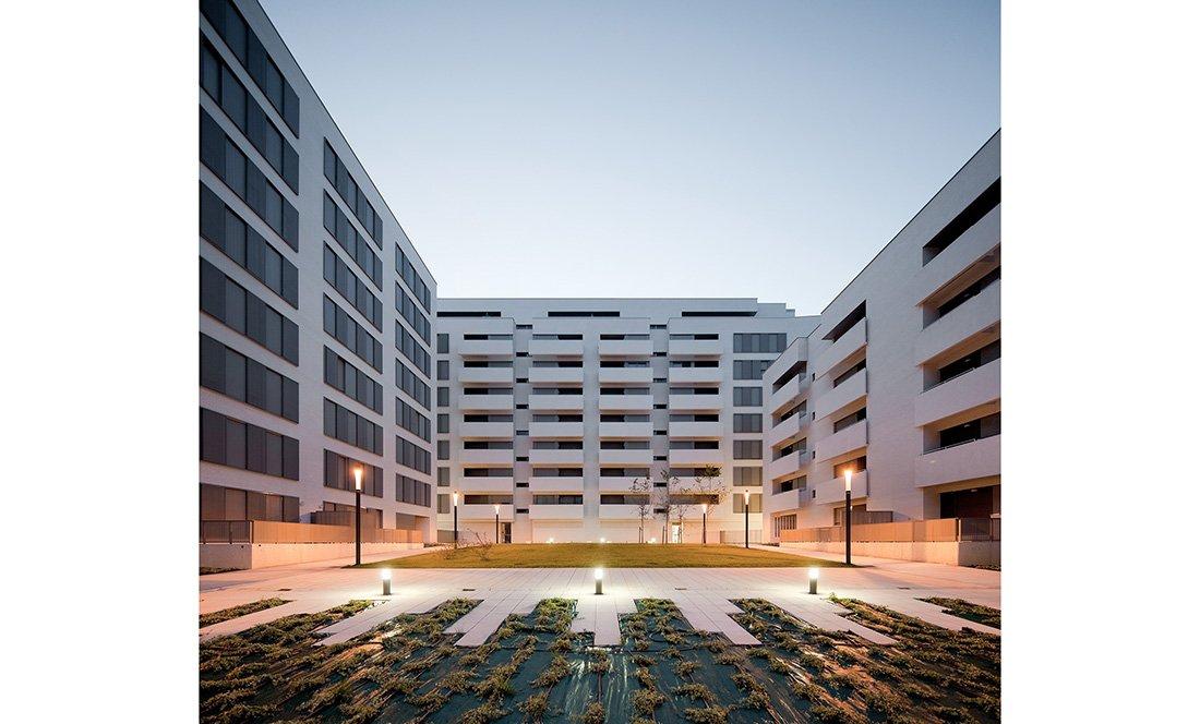apezteguia architects_145 VPO lezkairu_interior nocturno